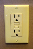 Ground fault circuit interrupter (GFCI) outlet